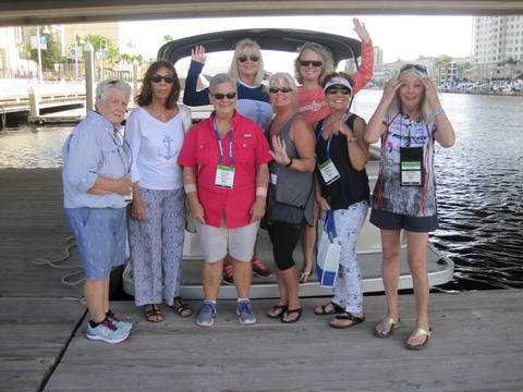 Ladies-pontoon-boat-cruise_resize