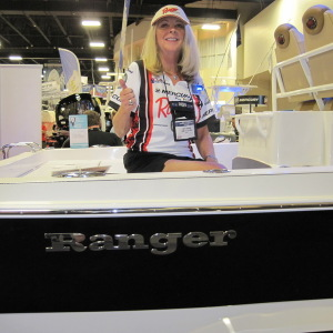 New 2510 Bay Ranger Aft and Console